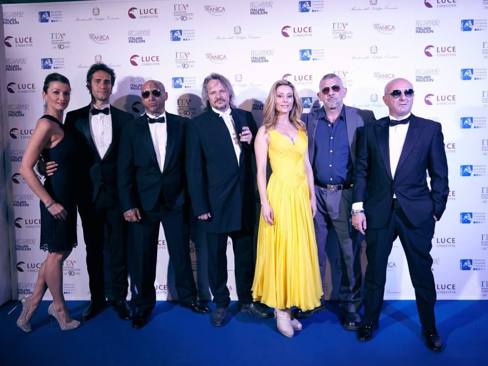 Il cast e il regista Fabio Bastianello al Festival di Cannes 2016.jpg
